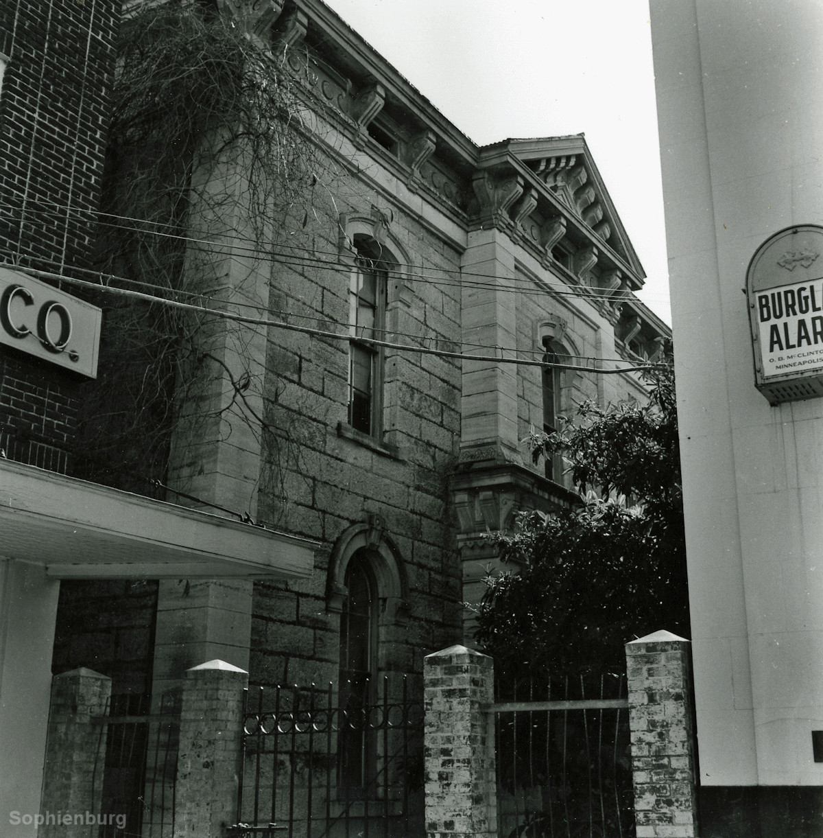 Photo — Comal County Jail 1879-1931, wedged behind current Chase Bank and beside current Black Whale Pub.