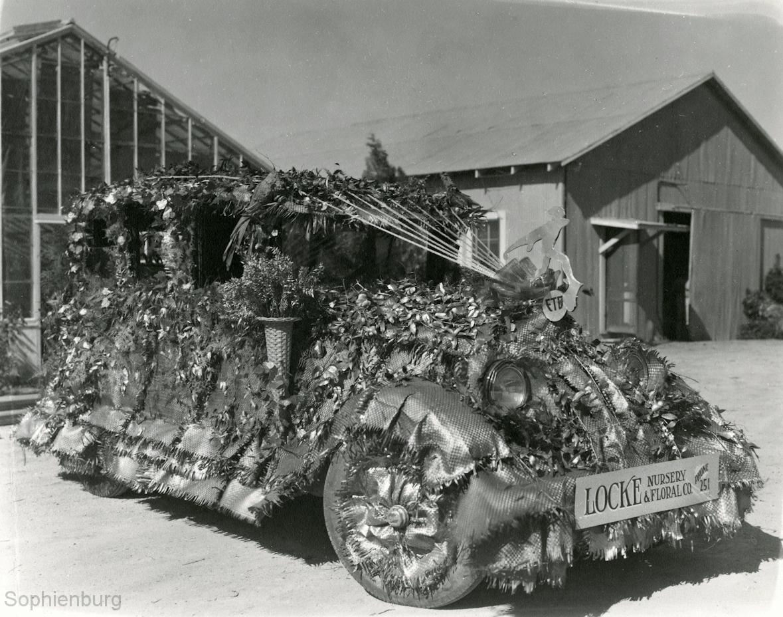 Parade entry, circa 1930. (Sophienburg Archives)